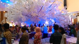 Maple tree di tengah station catering